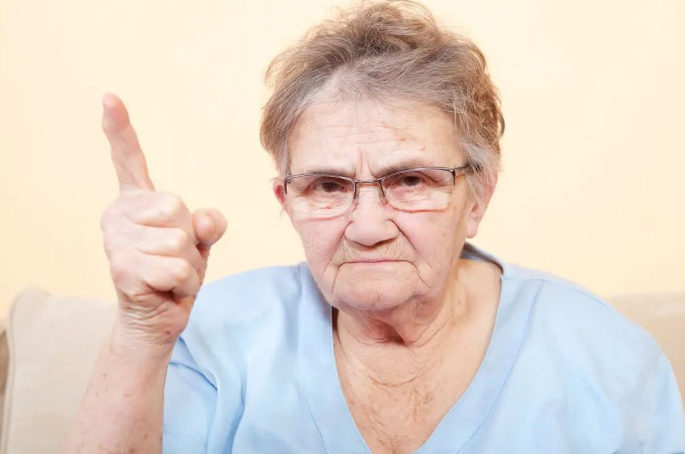 Бабушка полгода не разговаривает с внучкой-первоклассницей: «Пусть признает свою вину и попросит прощения!»