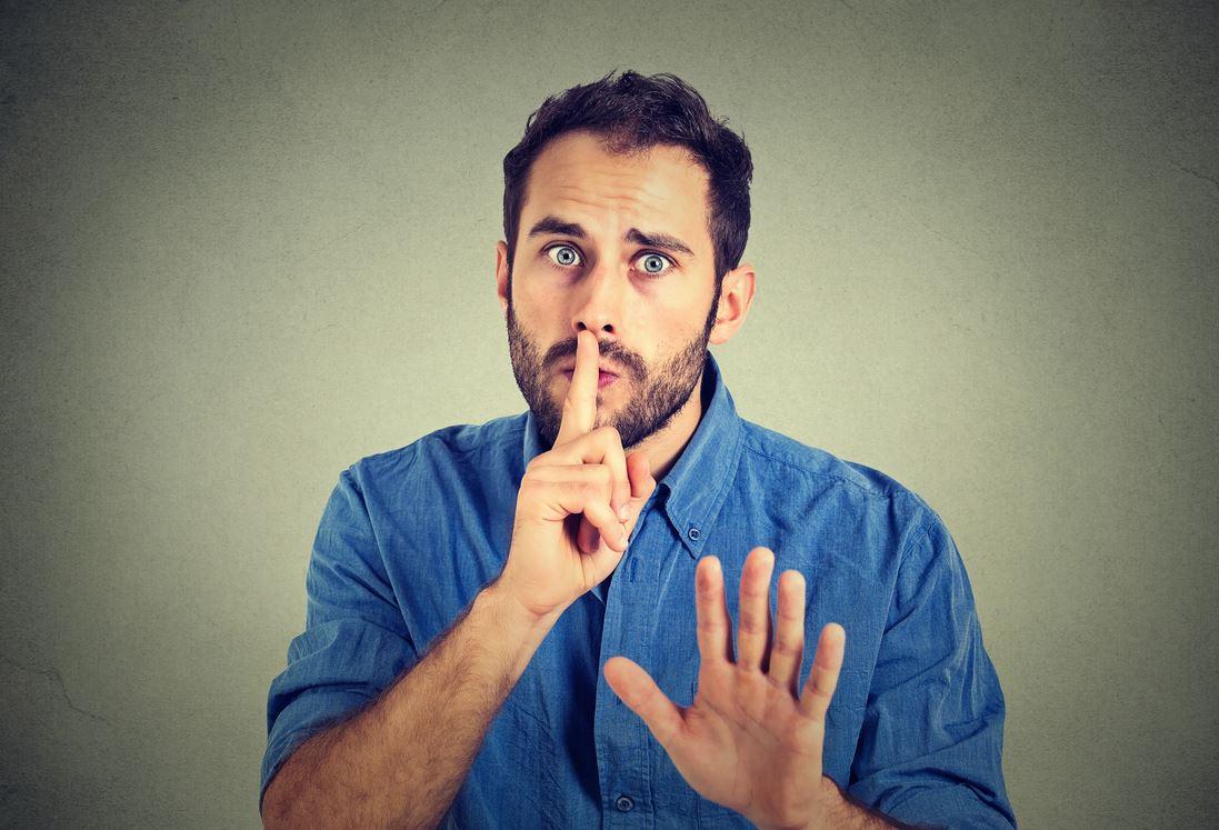 Бывший умоляет не говорить его жене, что у него есть ребенок: «У жены непростая беременность, она этой информации не перенесет»