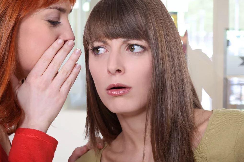 – Да у твоей подруги просто не все в порядке с головой! – сказал Алисе муж, и у той как пелена с глаз