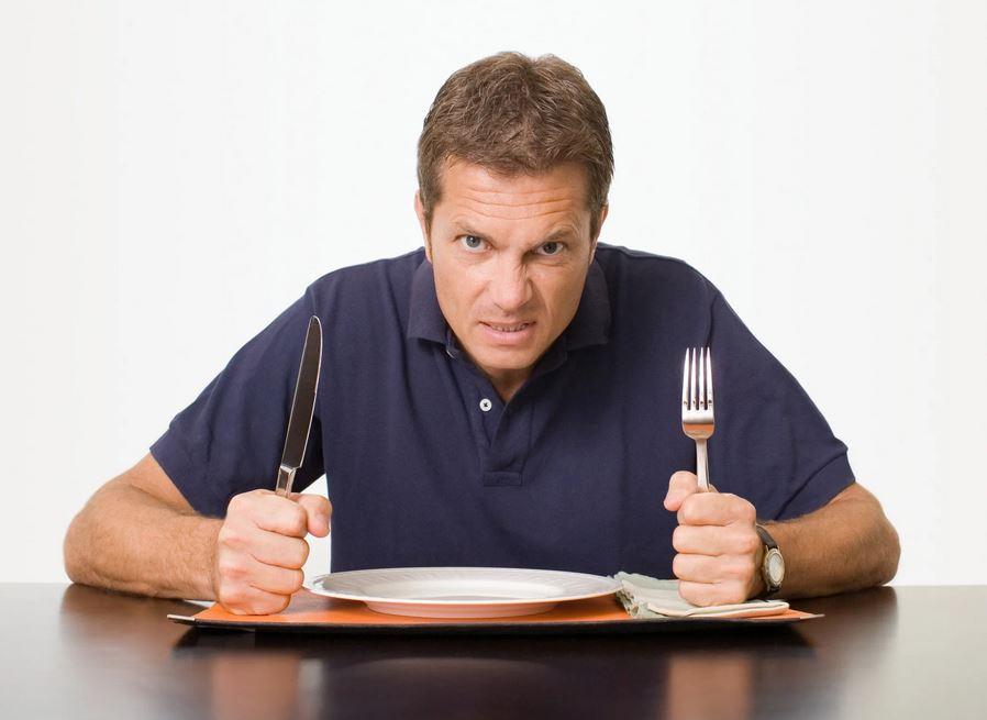 Дети брошены, ужин не доварен, муж пришел с работы голодный, а дома никого: жена в гостях у соседки