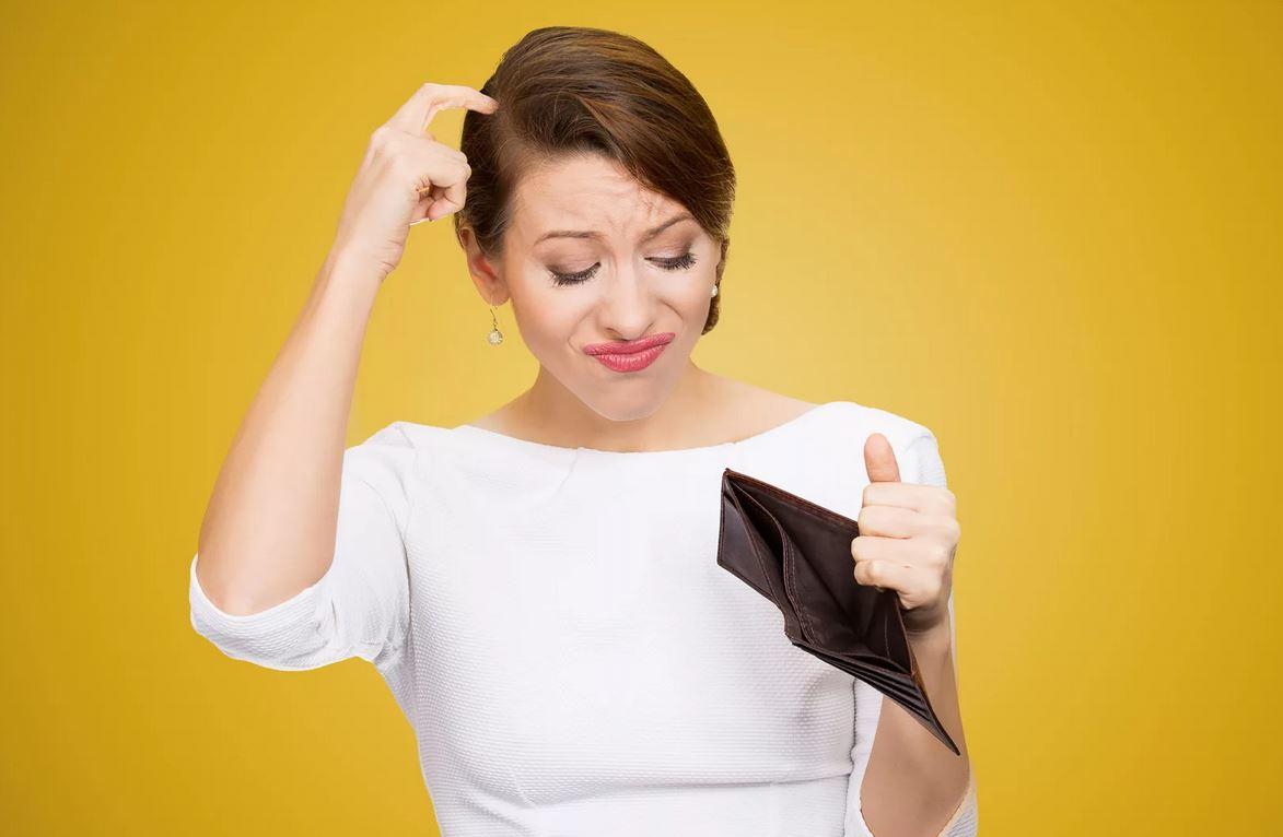 «Дочь в декрете сидит без копейки: ее муж ей денег не дает»