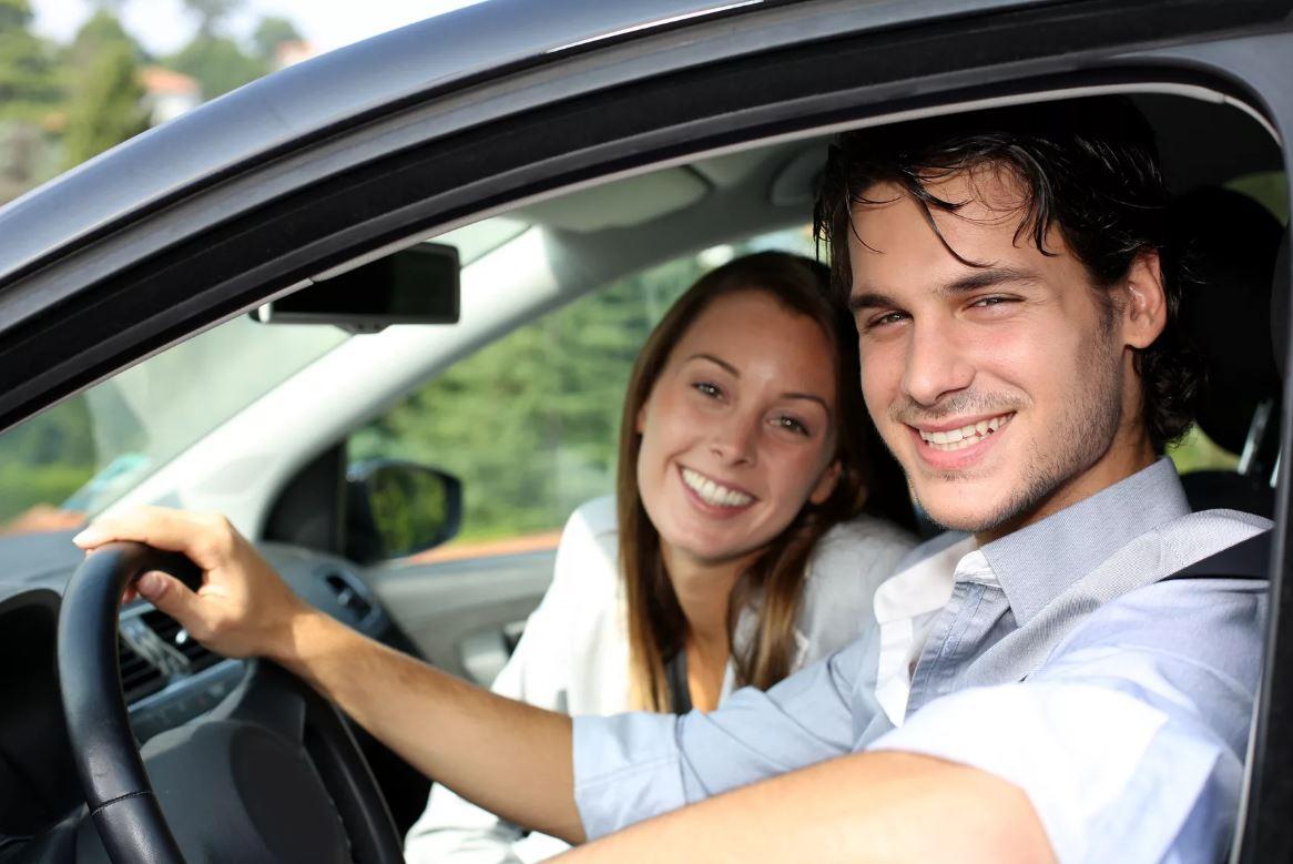 Ездит вместе с женихом к его ребенку от первого брака, чтобы мужчина не оставался наедине с бывшей женой