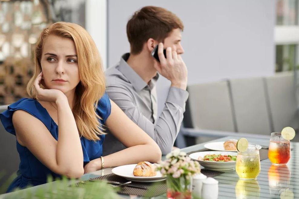 Лучше временные отношения без обязательств, чем куковать совсем одной?