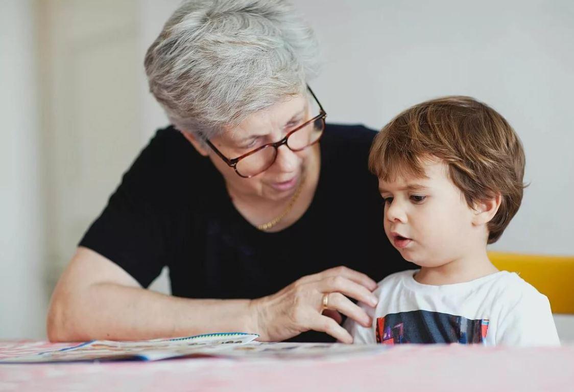«Лучше совсем не сидеть с внуком, чем сидеть и брать за это деньги с родной дочери», – говорила сватье мать мужа