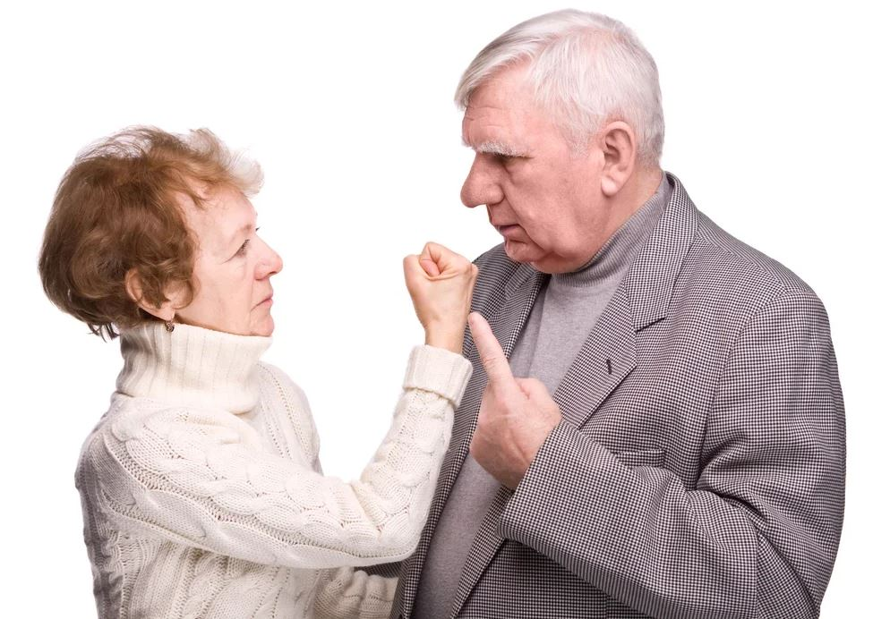 Мама требует зайти в «Одноклассники» и наставить единиц на фото подруге отца