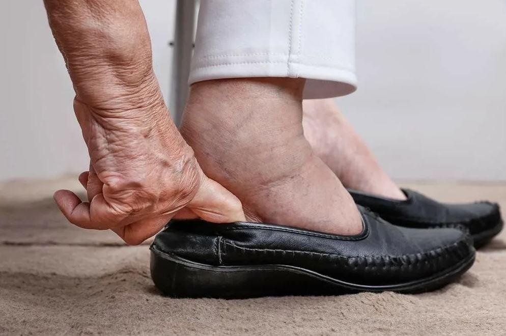 «Моя свекровь-миллионерша ходит в рваных сапогах!»
