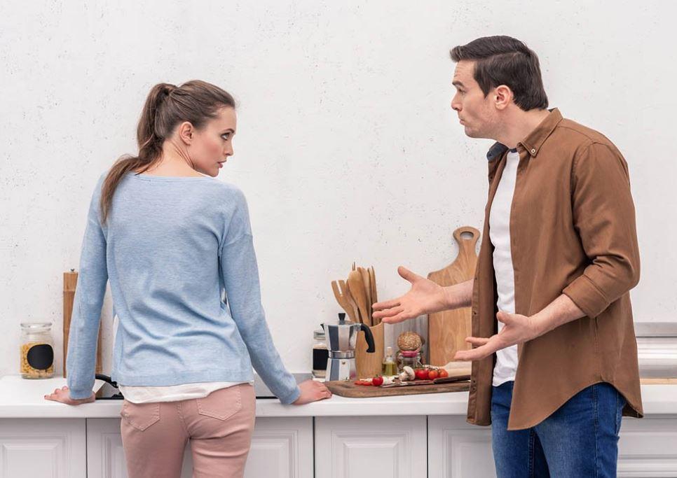 Муж категорически против общения жены с бывшей свекровью