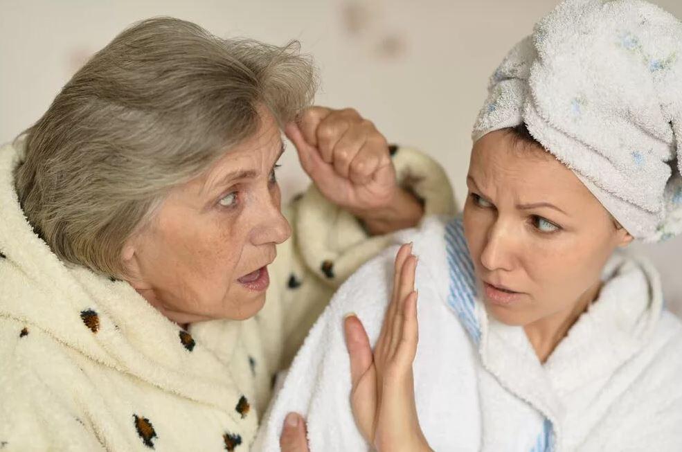 Накопила денег к шестидесяти и хочет уйти от вредного мужа, купив себе квартиру на дочь. Но та не желает помогать: «Это нечестно!»