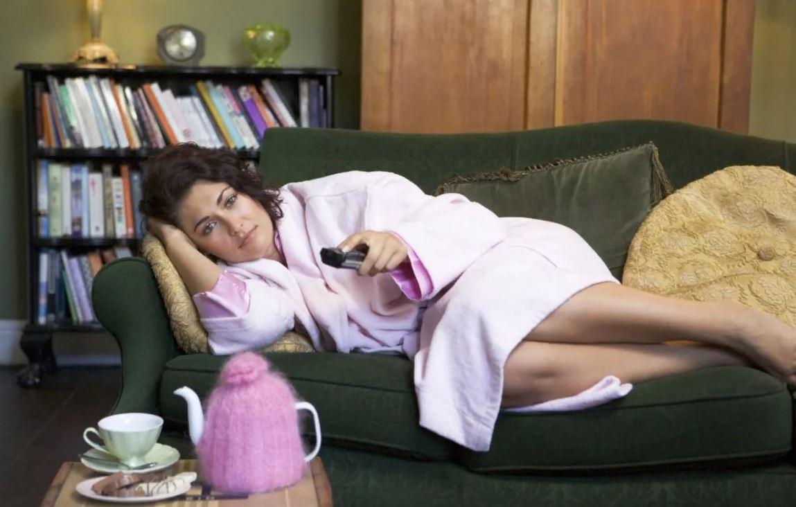 — Невестке двадцать пять, а она живет, как растение: спит, ест и в интернете сидит