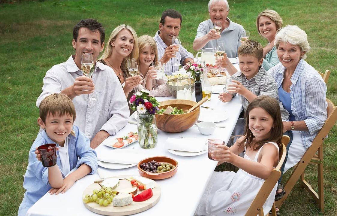 «Ну не гнать же родных, пришедших в гости – это неправильно!»