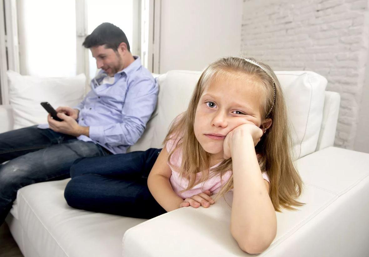 Оставила восьмилетнюю дочь мужа без присмотра в квартире: «Следить за его ребенком я не обязана!»