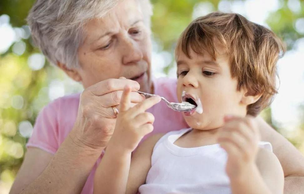 Плачу маме деньги за то, что она сидит с внуком, но в душе обижаюсь. Знает нашу ситуацию, но от платы не отказывается