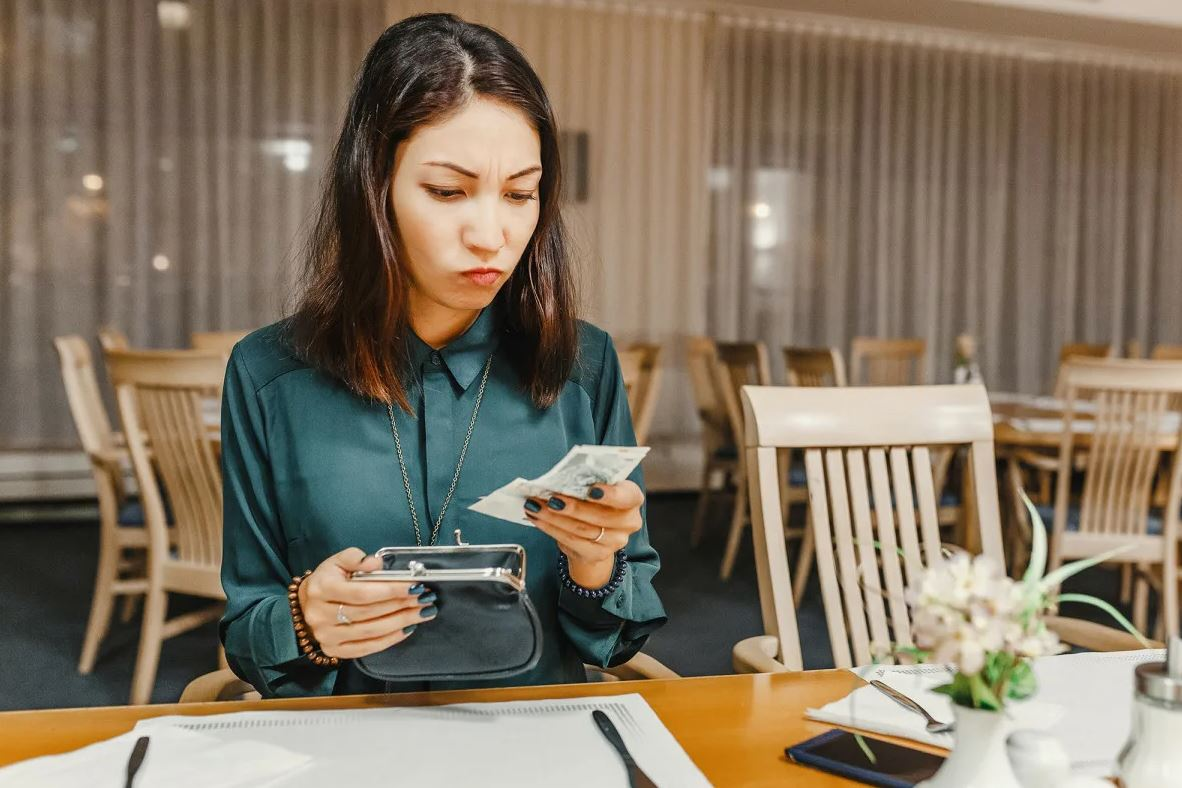 Пошла на свидание в ресторан почти без денег: «Рассчитывала, что мужчина заплатит»