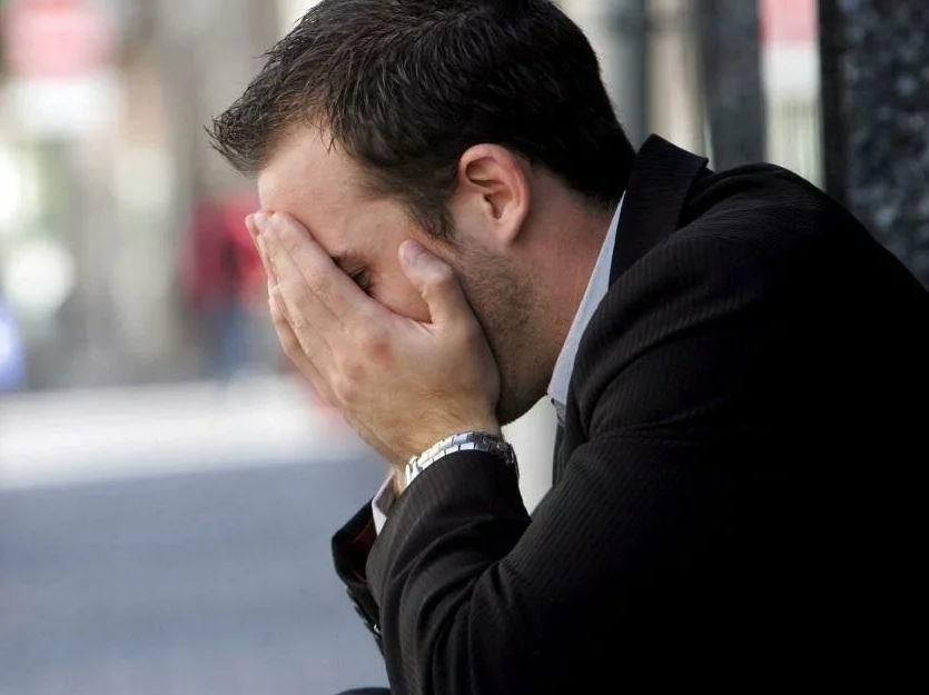 Позвонила невестка и попросила не подкармливать сына, чтобы он быстрей работу искал. Сын работу нашел, но на мать теперь обижен