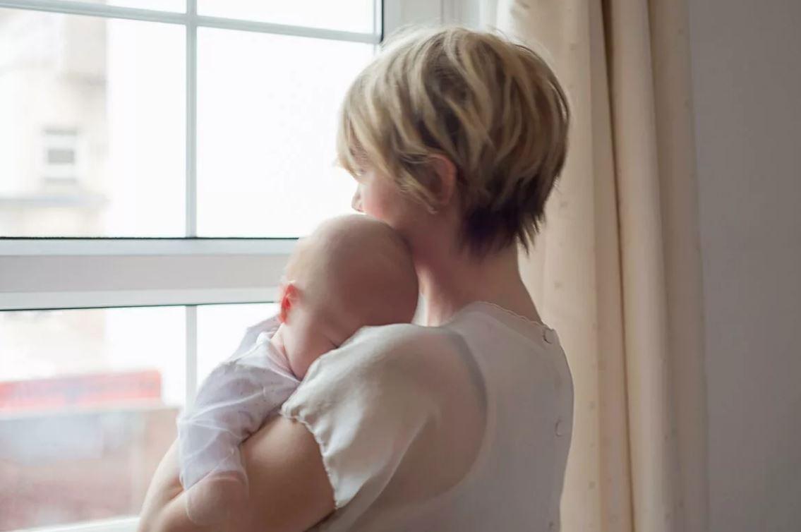 Родила ребенка, и не хочу показывать свекрови – из-за нее мы чуть не развелись с мужем