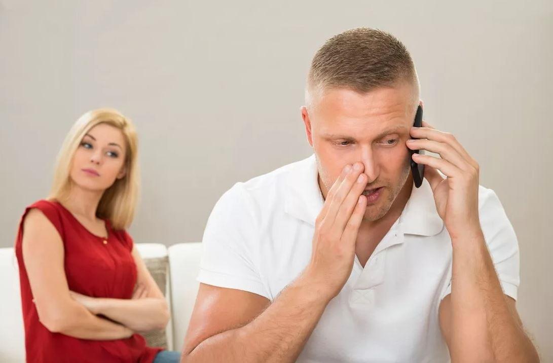 «Семь лет назад развелись, но бывшая жена прицепилась к мужу, как пиявка!» – сердится Дарина