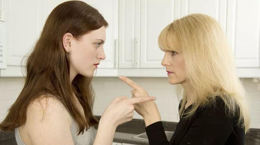 Сестры не могут помириться: одна ждет извинений, другая готова начать общение с чистого листа