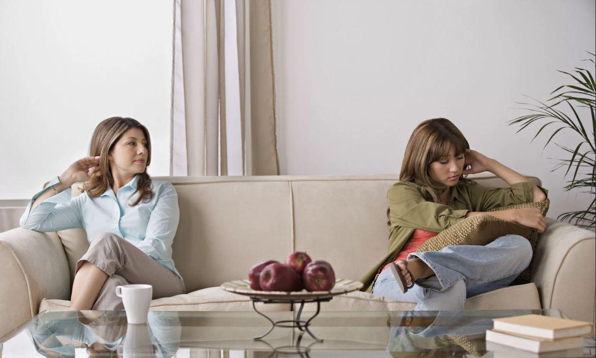 Сестры не хотят общаться, а мать все старается их помирить: «Вы друг у друга единственные родные люди»