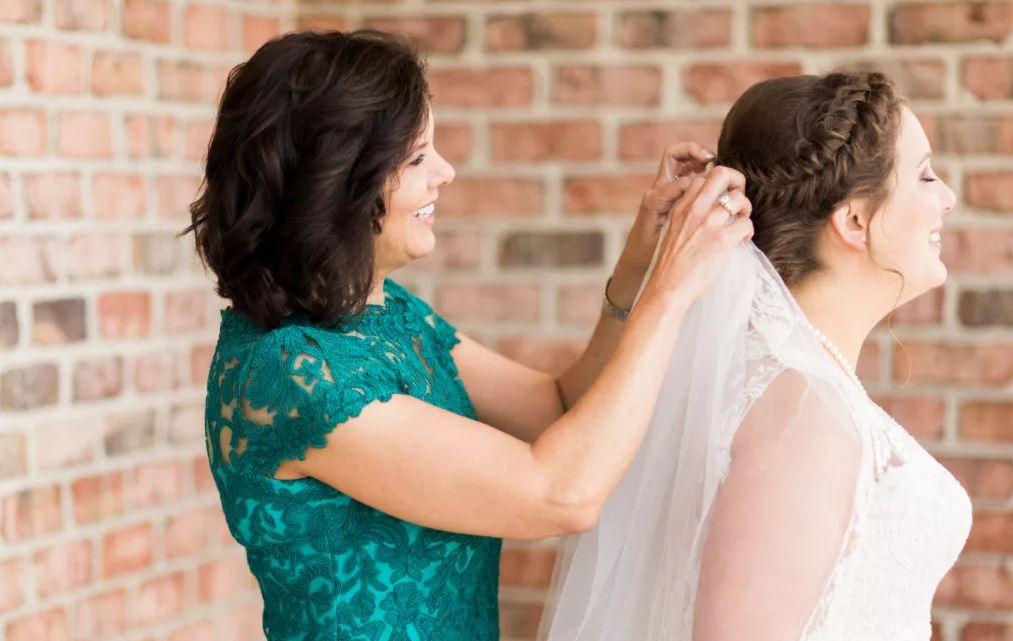 – Не говори дочери, что замуж надо выходить раз и навсегда! – убеждает подруга мать невесты