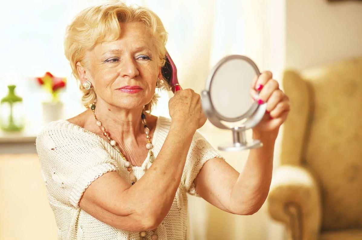 Свекровь еще работает и тратит свои деньги, а невестка уже в панике: «Ей на пенсию скоро, с такими замашками она сама не проживет!»