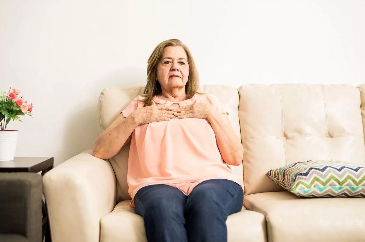 Свекровь получила наследство и уволилась с работы. Сейчас деньги кончились, а до пенсии еще далеко: «Сын должен помочь матери»