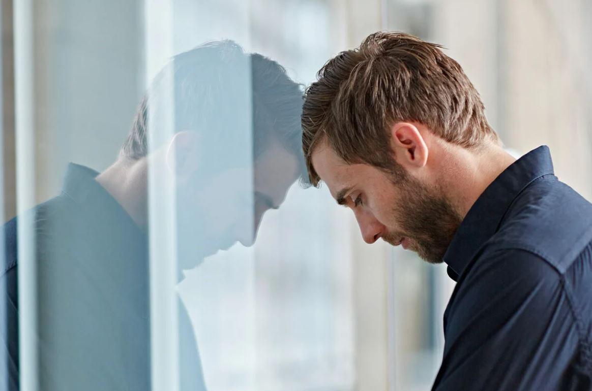 Сын поздно вернулся с работы, а невестка не пустила его в квартиру: «Иди туда, где шлялся до полуночи!»