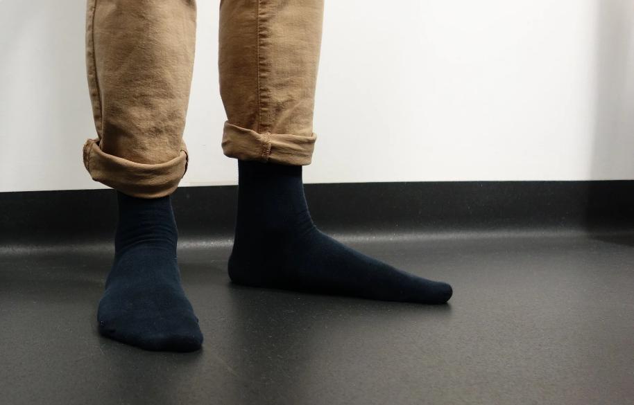 Сын женился неудачно: ходит в рваных носках