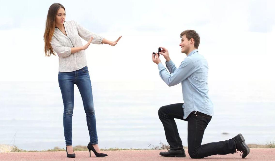 «Выбирай одно из двух: либо женимся, либо расходимся! Жить в гражданском браке мне надоело!» – заявил… мужчина