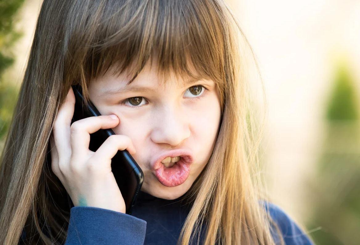 «Звонить матери терпеть не могу! Передала дочке эту обязанность, за звонки бабушке деньги плачу»