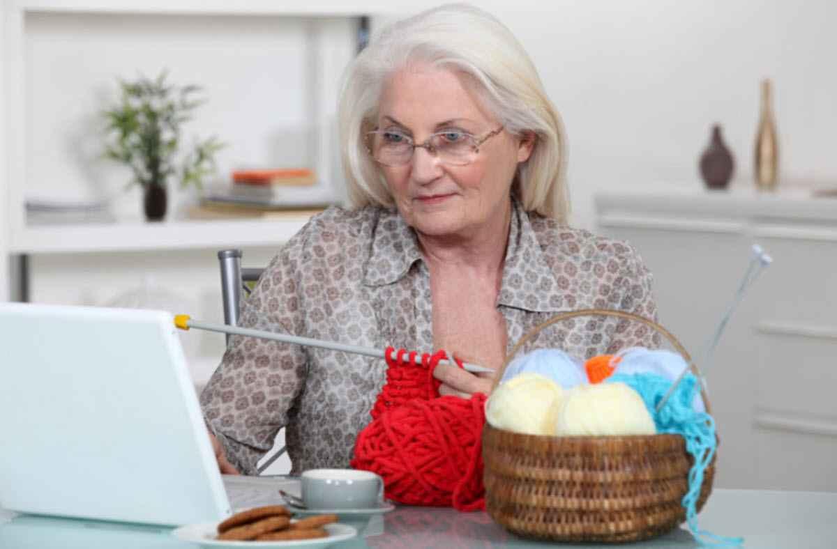 Бабушка должна любить внуков?