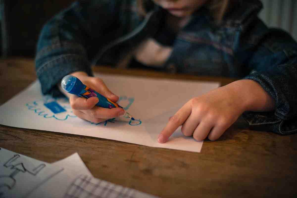 Дочь подарила на юбилей всего лишь рисунок внучки