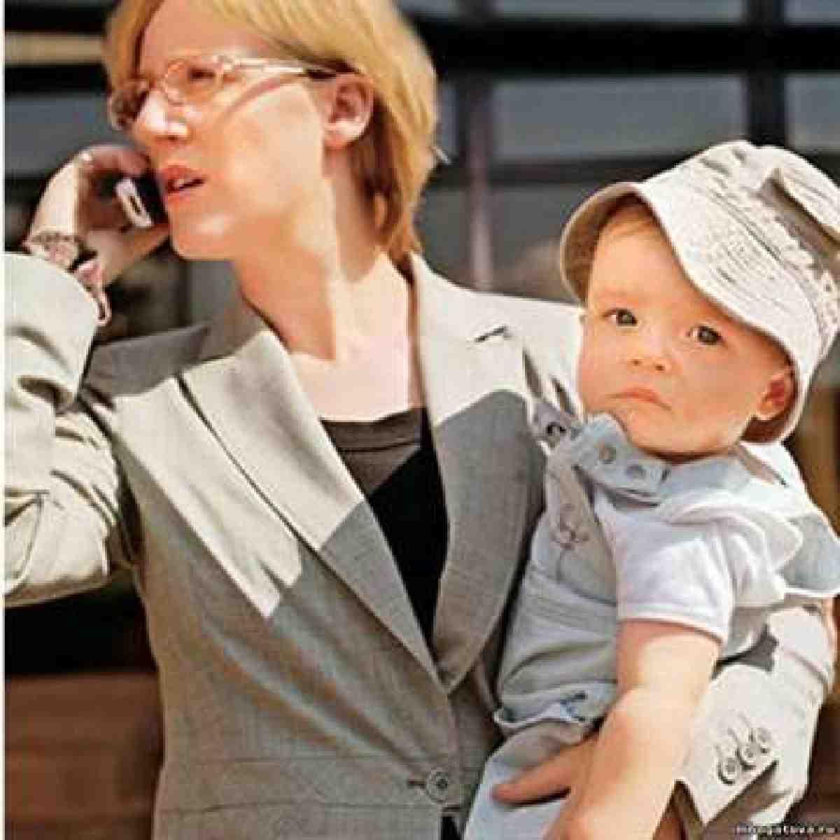 Мама уезжает, детка. Маме надо работать!