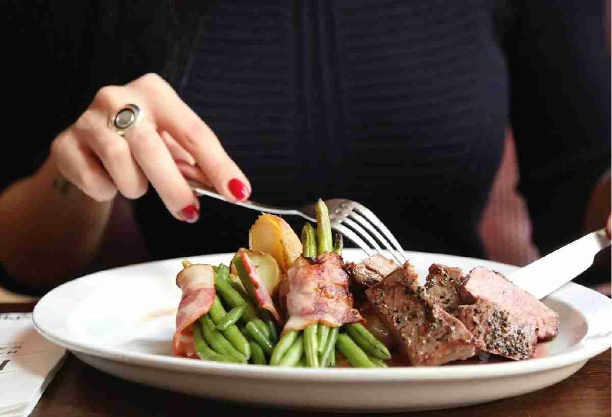 Обиделась на дочь за то, что муж устроил той романтический ужин