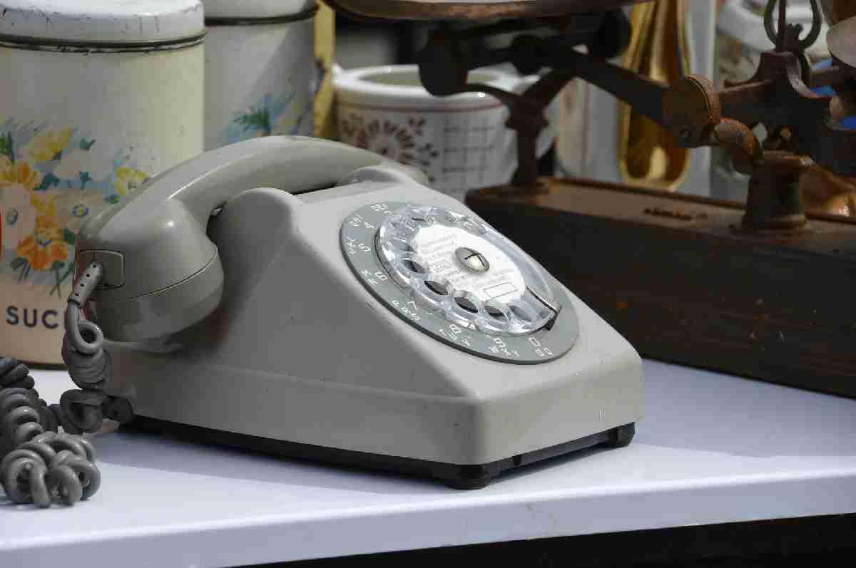 Случайно ошиблась номером и узнала, что сестру-пенсионерку выселили из дома на дачу