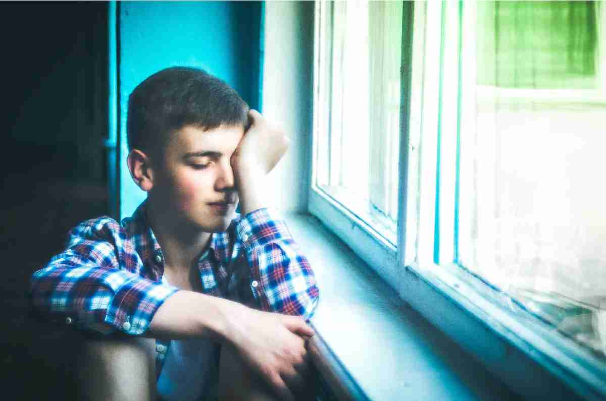 Сын-подросток обижен на отца за поздравление без подарка
